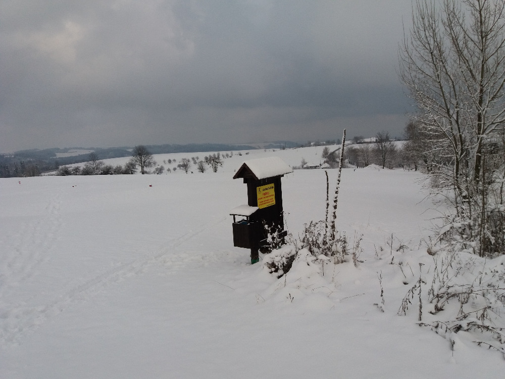 Hriště je pod sněhem
